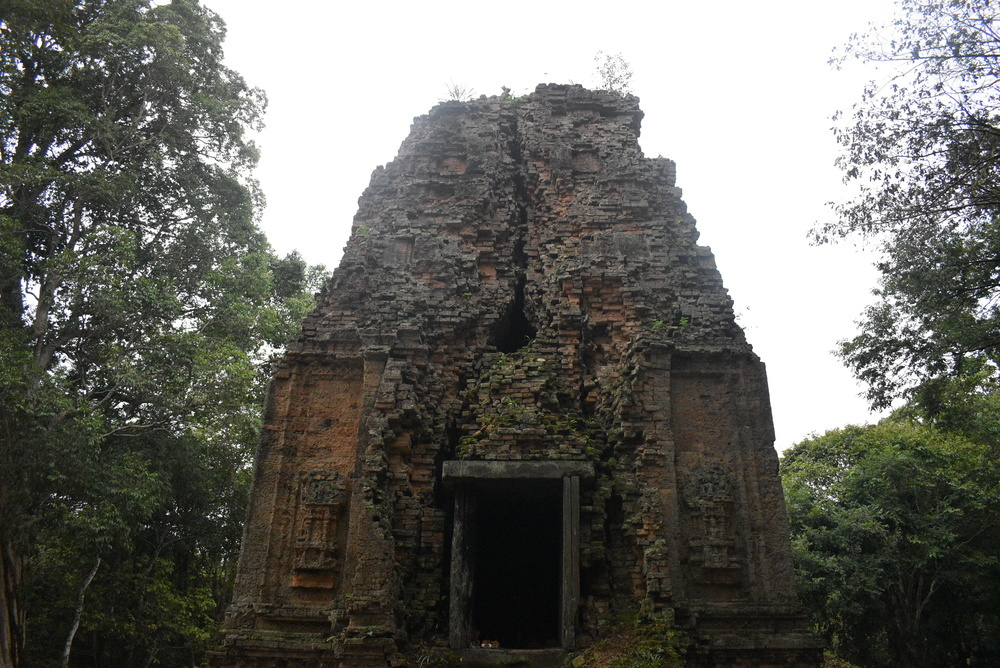 Another unmarked temple with an interesting design.