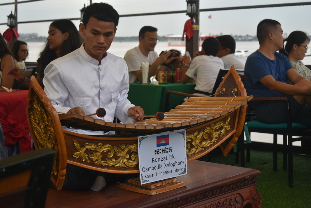 Roneak Ek, producing Khmer tra(n)ditional music, was a soothing accompaniment to the Mekong River cruise.