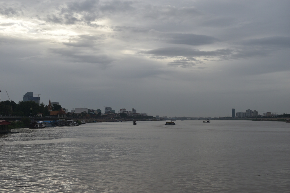 Mekong River slices Phnom Penh on two islands.