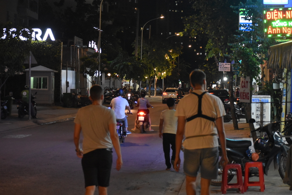 Saigon slowly going to sleep. Finishing our search for motorbikes in Saigon for today.