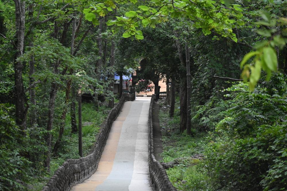 The entrance to Phnom Santuk hike.