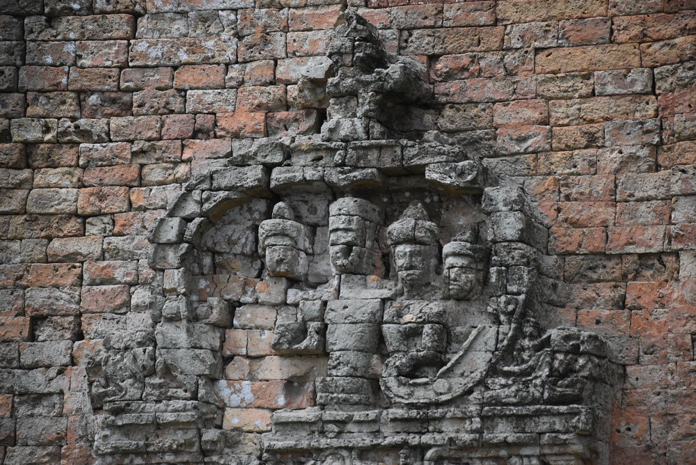 Tamon Temple features beautiful carvings.