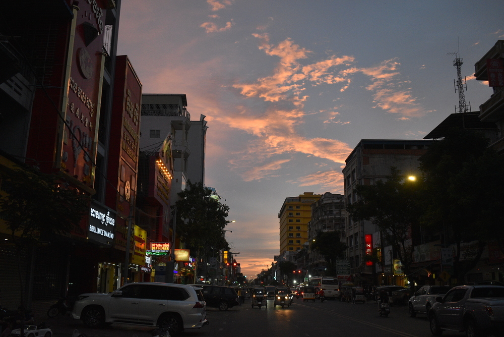 Sunset in Phnom Penh signalizes the rush hour.