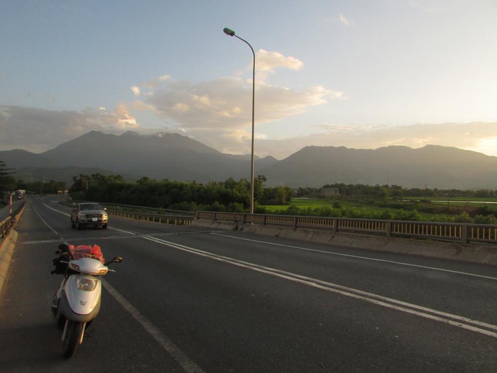 Road detouring Hue