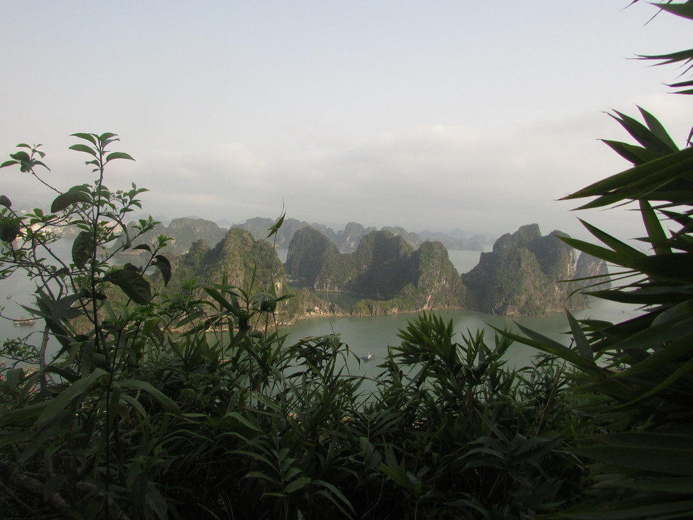 A first peak of stunning Halong Bay