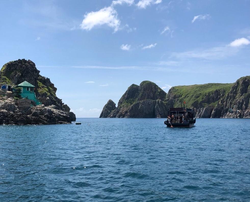 Vietnam Active in Hon Mun island