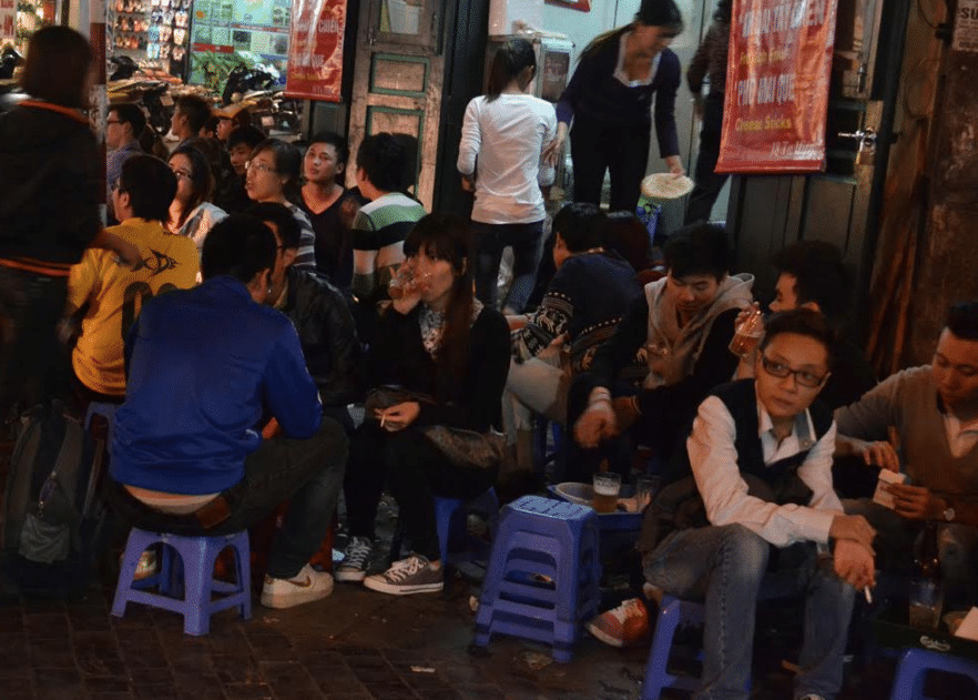 Bia Hoi is one of the funniest things to do in Hanoi at night