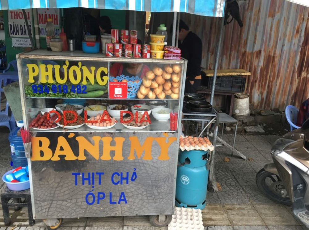 Try delicious Vietnamese street food.
