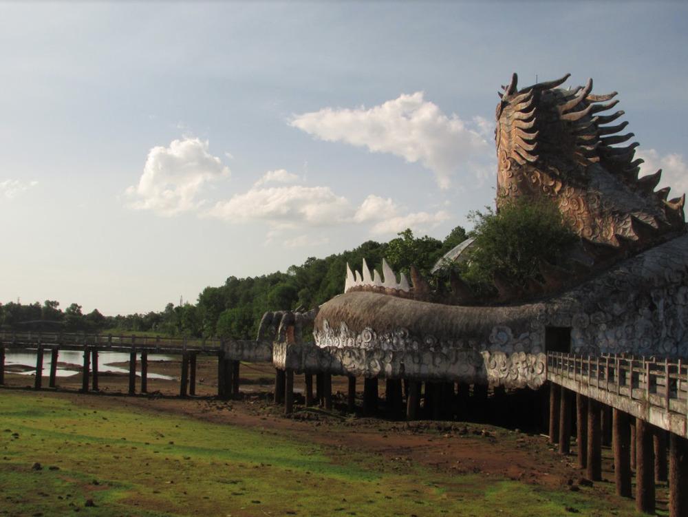 Last views on the dragon.