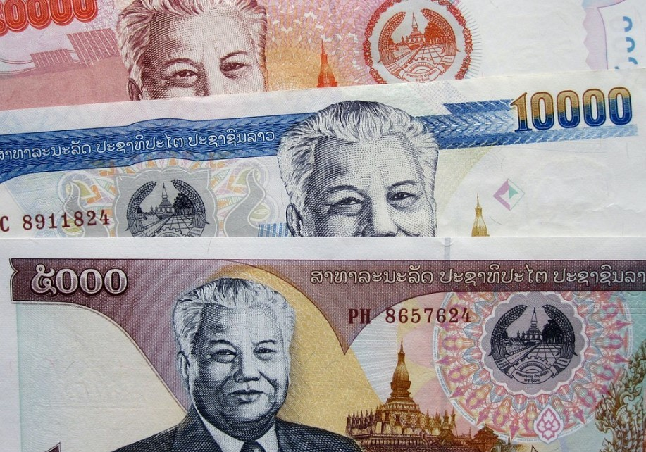 Exchange your money to Lao Kip at the border