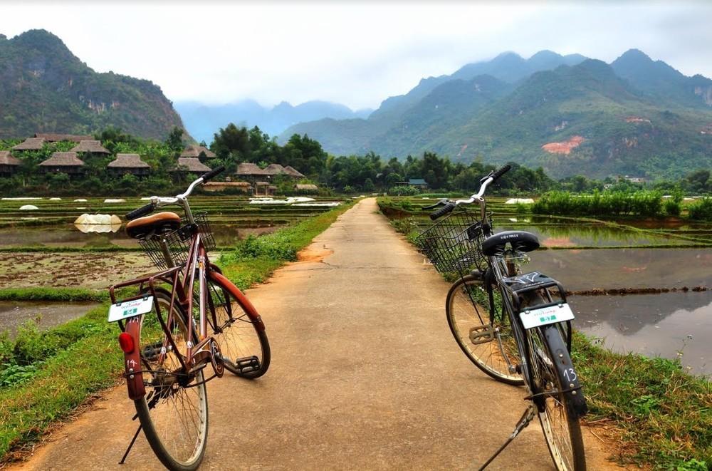 Cycling around stunning Mai Chau