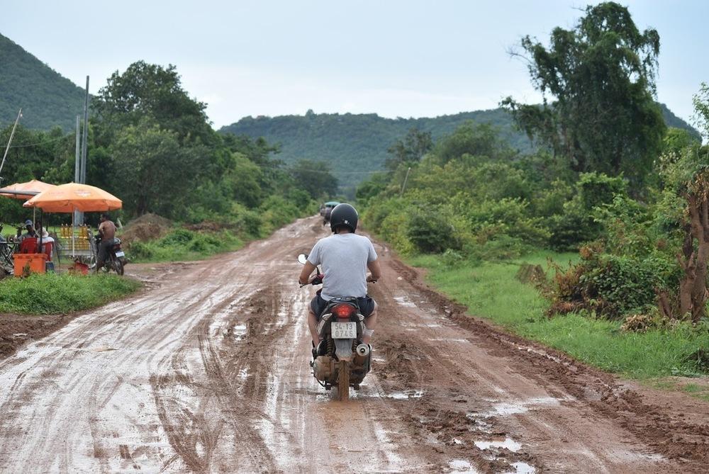 The alternate route to Phnom Sampeau.