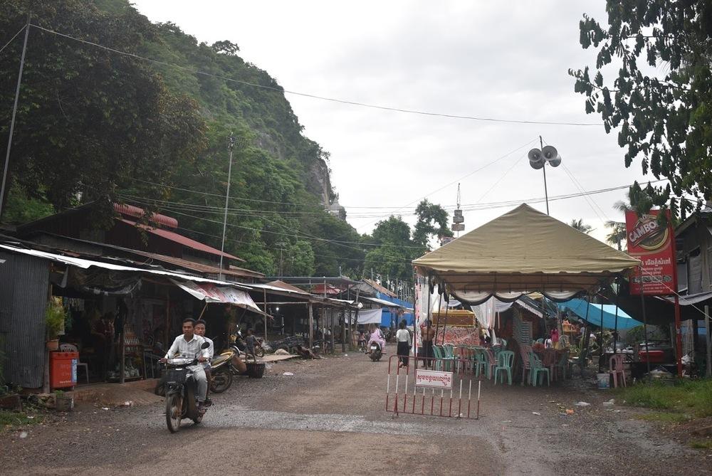 The village below Phnom Sampeau.