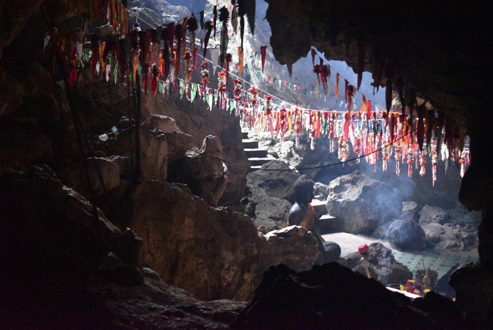 Come during the right light conditions, and Pkar Slar cave will amaze you!