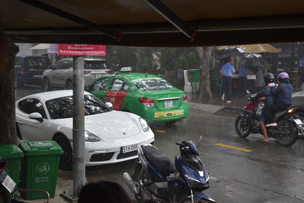 A random Porsche cruising in the rain.