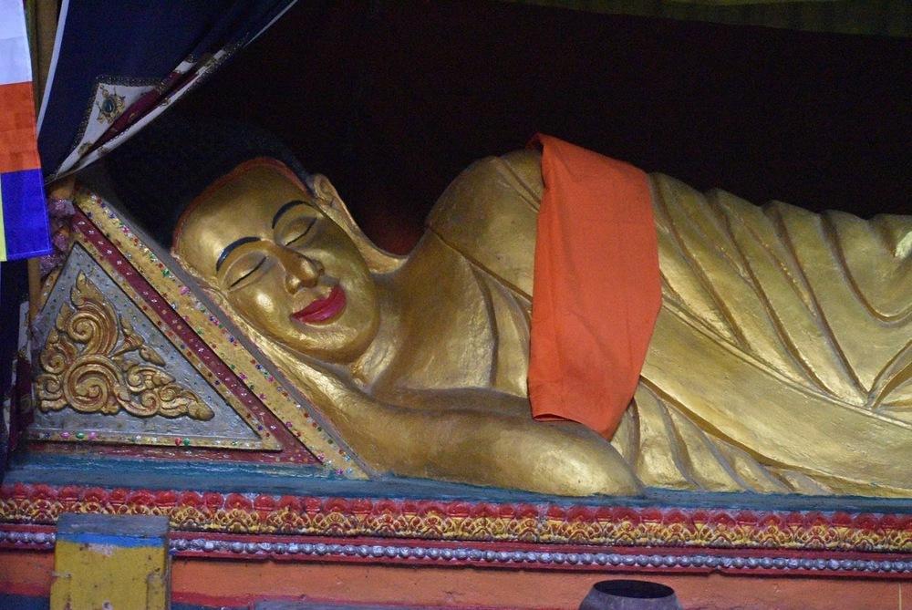 The reclining Buddha statue.