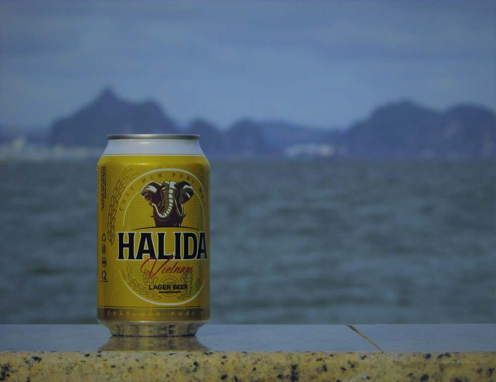 Fresh and dirt-cheap beer on the beach - the perfect combination!