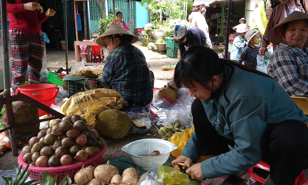 Lively food markets in Vietnam