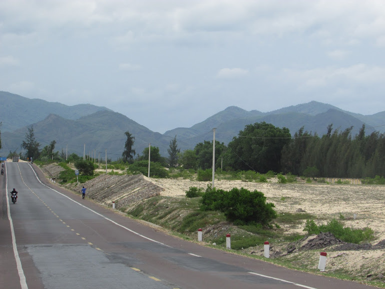 The mesmerizing scenery on the road to Nha Trang.