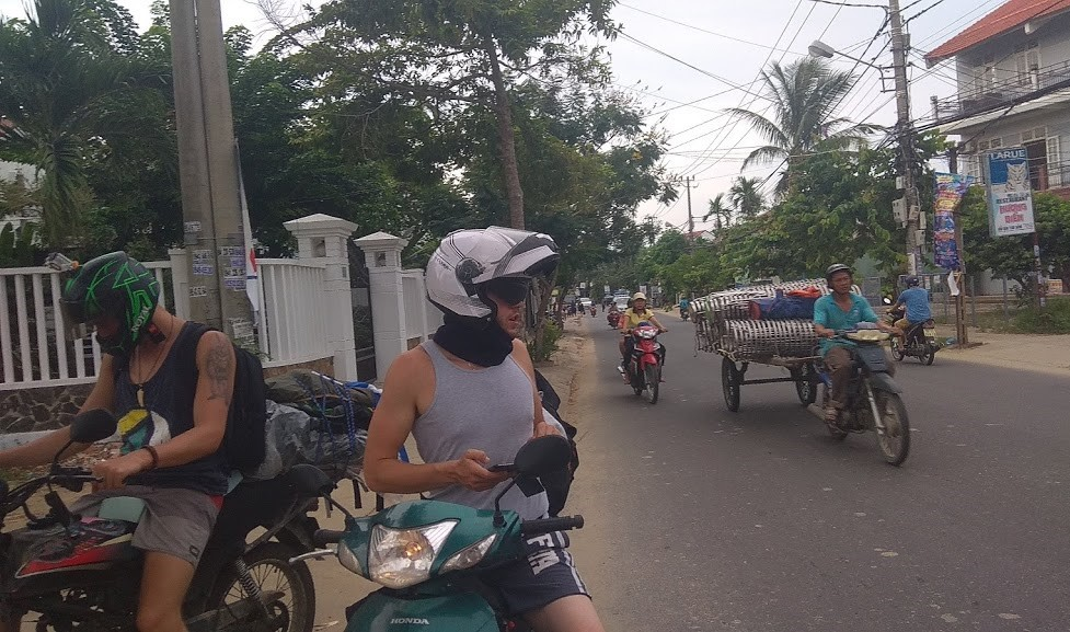 What are the rules of the road in Vietnam?