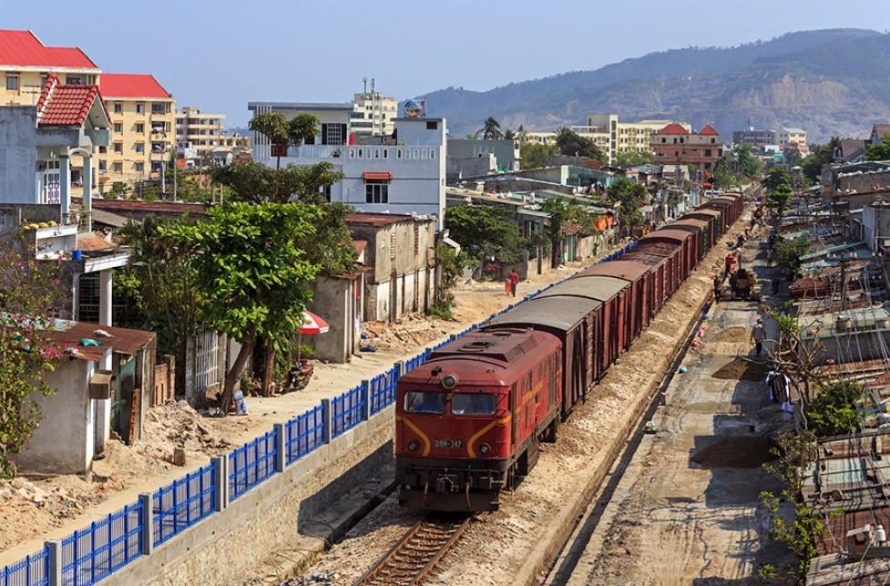 Train arriving to Da Nang